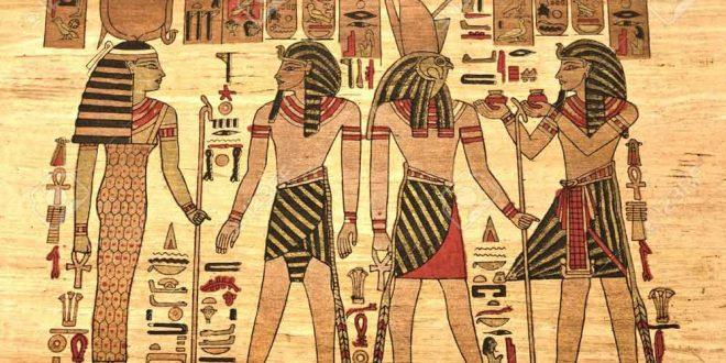 Milattan Önce 3000 yıllarında Eski Mısır Krallığı döneminde yapıldığı düşünülen Büyük Sfenks ilk kez bulunduğunda, çöl kumu ve kendisinin yapımında kullanılan kalker taşına benzeyen milyonlarca yıl önce Mısır çölleri üzerinde var olduğu kanıtlanan okyanusların dibinde oluşmuş eski çağlardan kalma mercan resiflerinden kalma tortul kayaçları ile yapımında kullanılması sonucu yapımından bir süre sonra çözülmeye başlayan kaya çözeltilerinin oluşturduğu kumların içine gömülü durumdaydı.