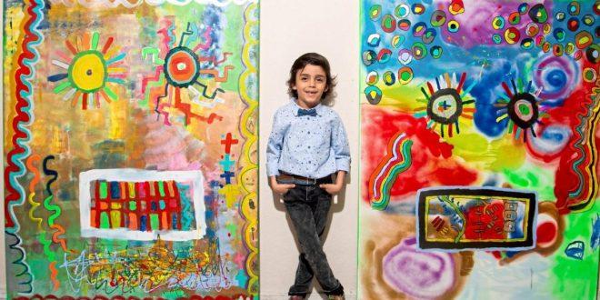 Mikail akar; çocukça bir bakış açısı yanında yine çocukluğunu yansıtan fırça darbeleri ile yaptığı resimlerle ilgi odağı olmuştur. Gelecek için umut vaat eden Mikail Akar' ın sanatsal yeteneklerine ilgi duyan sanatseverler geleceğe yatırım olarak resimlerini toplama çabası içindeler.