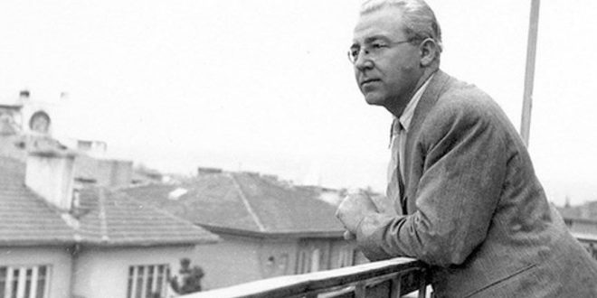 Şiir hikaye ve denemelerine Balıkesir' de başlamış olan Ali, İstanbul'da bir edebiyat öğretmeni olan Ali Canip Yöntem'in desteği ile ilk kez Akbaba ve Çağlayan dergilerinde şiirlerini yayımlattı. Anadolu da kısa süre öğretmenlik yapmasının ardından, Türk devleti tarafından Almanya'ya dil eğitimi için gönderildi.. Türkiye'ye döndüğünde Almanca öğretmeni olarak göreve başlasa da bu durum çok istikrar vermedi.