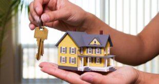Ev satmak için doğru bir anı kollamak, belki de en önemli olan şeydir. İlk önce, evinizin özelliklerine ve yerleşim yerine göre gerçekçi bir fiyat vermelisiniz. Sonra bu evi doğru zamanda satışa sürmelisiniz. Peki, nedir bu doğru zaman? Ev satmak için en doğru zaman kredi faizlerinin uygun olduğu zamandır. Ev alanların çoğu kredi çektiği için bunu çok dikkate almalısınız. Alıcı, evinizi beğenirse ve bir de krediler uygunsa evinizi rahatlıkla satacağınızı söyleyebiliriz.