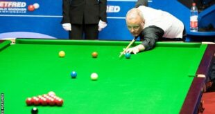 Snooker, a very popular sport lately, is known to be played for the first time by British army officers in India in the 19th century. In the 20th century, we witnessed the game's continuous increase in popularity and its peak in the eighties. Important figures in the history of sports have also played a big part in this rise. Joe Davis, known as the 'Father of Snooker', Alex Higgins, who loved the game with his great charisma, Steve Davis who won everything in his way, Stephen Hendry who succeeded even more than him, and the enthusiastic genius Ronnie O'Sullivan contributed to the development of this sport as the best.