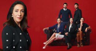 """Kırmızı Oda, Gülseren Budayıcıoğlu'nun """"Madalyonun İçi"""" adlı kitabından uyarlanan dizinin yönetmenliğini Cem Karcı, senaristliğini ise Banu Kiremitçi Bozkurt yapmaktadır."""
