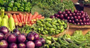 Doğru beslenme hakkında pek çok bilgi var ve insanların kafasını karıştırabilir. Hangi yiyecekleri yiyip kaçınmanız gerektiğiyle ilgili her türlü şeyi duymuş olabilirsiniz, ancak doğru yiyecek seçimlerini yapmanıza yardımcı olabilecek bazı basit ilkeler vardır. Diyetinizde sağlıklı yiyecek ve içeceklerin olmasını sağlayarak başlayın. Ardından kendi yemeğinizi yapmak, etiketleri okumak ve sağlıklı değişimler yapmak gibi yeme alışkanlıklarınızı düzenlemek gibi şeyler üzerinde çalışın. Yemeklerinizi ve atıştırmalıklarınızı planlamak da yararlı olabilir.