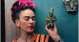 """For Kahlo, one of the rare painters who became famous while living, Picasso; """"We don't know how to draw human faces like him,"""" she said. The life of the famous woman; It was adapted for the big screen under the name Frida in 2002 and became one of the indispensables of the best biographical films lists."""